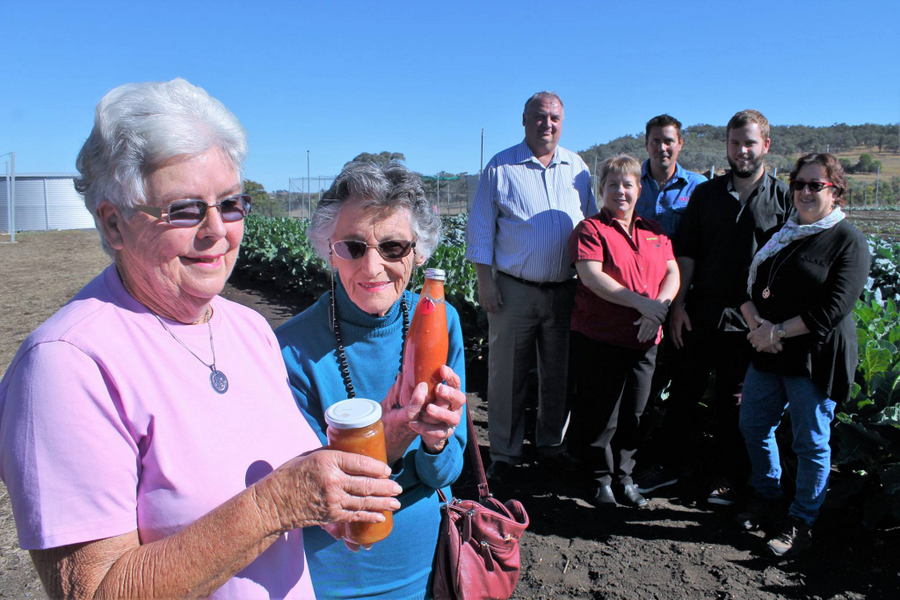 Neighbours collect prizes for top preserves