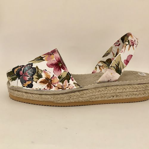 AVARCAS FLORAL BUTTERFLY PLATFORM