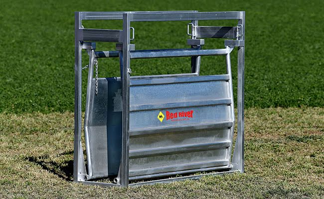 Adjustable Vee Cattle Race